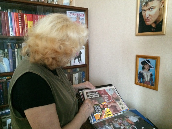 В доме Нины Николаевны все напоминает о сыне