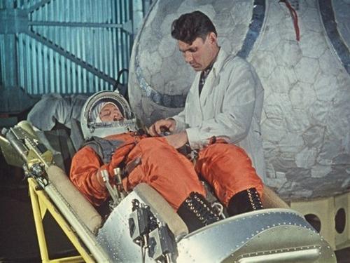 Первая женщина-космонавт Валентина Терешкова во время тренировки