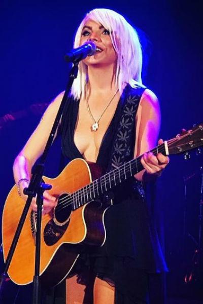 Певица МакSим вернулась на сцену после болезни