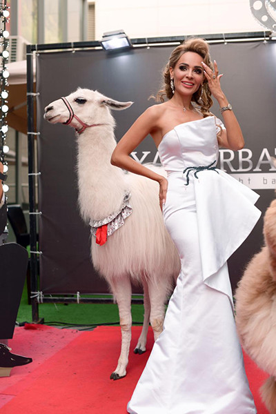 Анна Калашникова с ламой