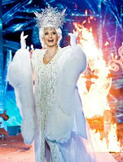 Даже в образе Снежной королевы певица остается сексуальной