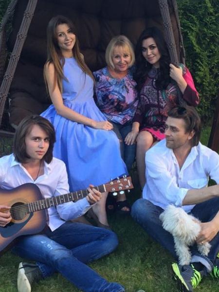 Родственники молятся за Анастасию Заворотнюк, надеясь на ее скорое выздоровление