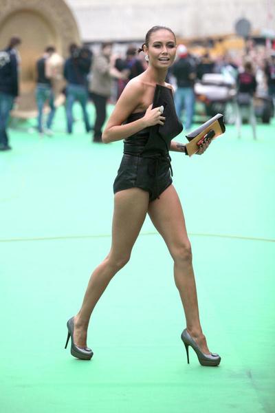 Иногда гимнастка выбирала чересчур откровенные наряды для выхода в свет