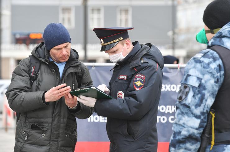 Сейчас документы проверяют у всех жителей столицы