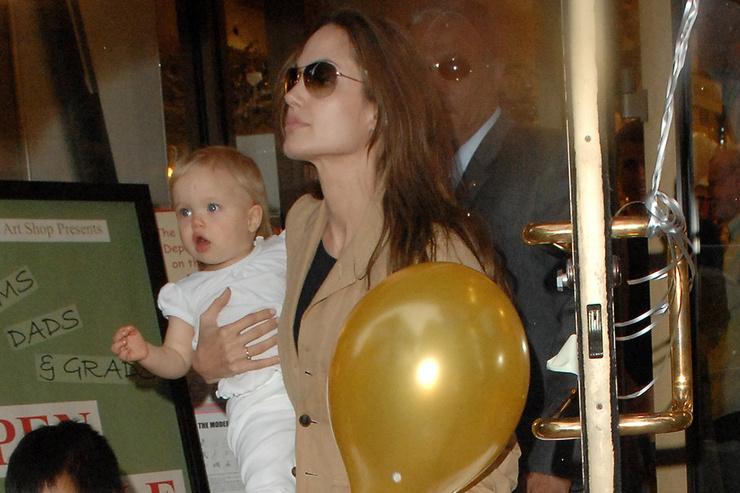 Дети Джоли и Питта выросли под прицелом вспышек фотокамер