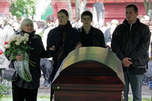 «Нет такой причины, которая может примирить со случившимся». Почему на самом деле умер 30-летний Владимир Дыховичный