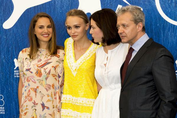 Натали Портман с актерами на Венецианском кинофестивале