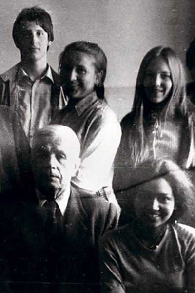Николай Серебряков - крайний слева в последнем ряду