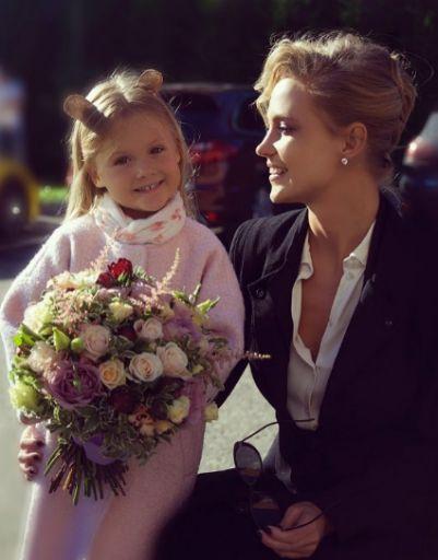 Наталья Ионова с младшей дочерью в детском саду