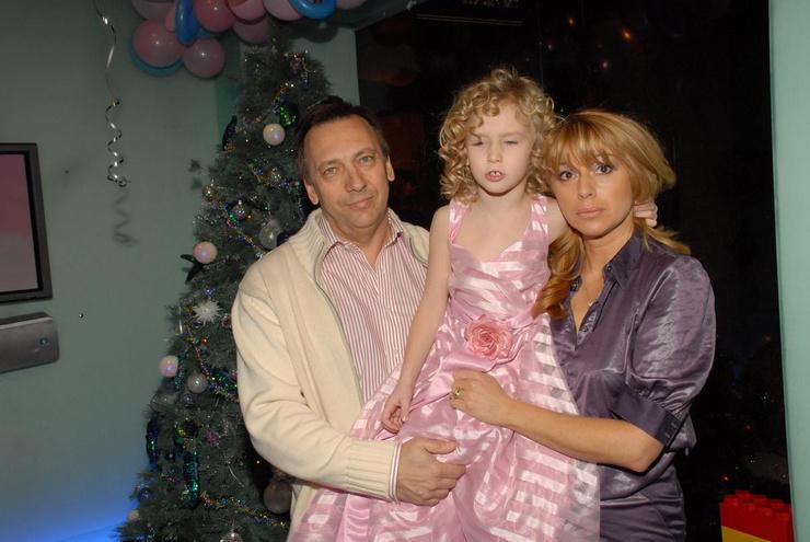 Иратов и Апина развелись около четырех лет назад