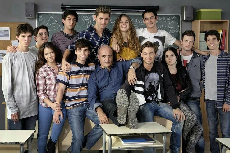Причем этот сериал понравится как подросткам, так и их родителям.