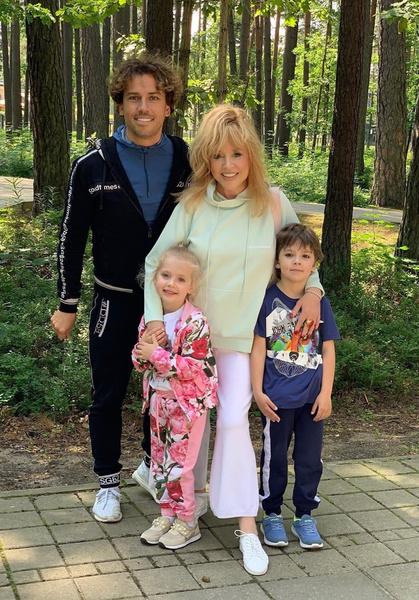 Алла Пугачева и Максим Галкин воспитывают двоих детей