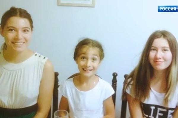 Супруги растят трех дочек