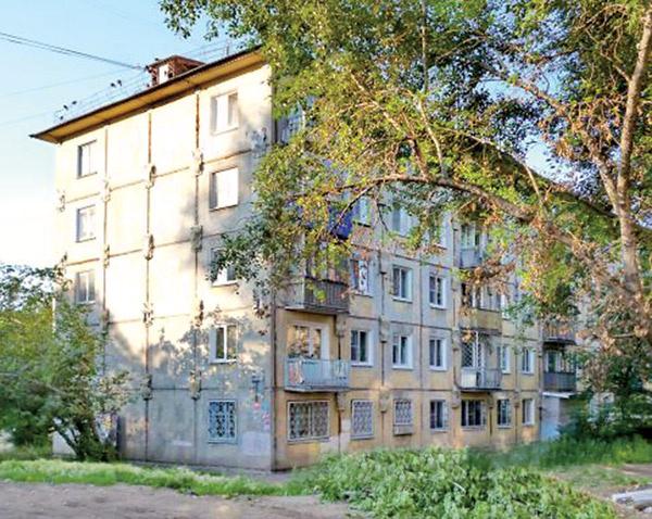 В доме №38 на проспекте Мира в Омске находится квартира покойной бабушки Макарова