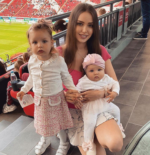 Анастасия Костенко с дочками Миланой и Евой