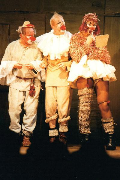 Ей к лицу любое амплуа. В образе клоуна в Театре Сатиры, 2002 год