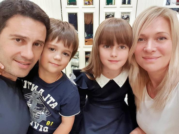 Пара воспитывает двоих детей