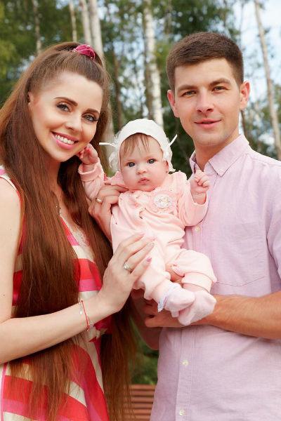 Поклонники считают, что дочь супругов больше похожа на маму