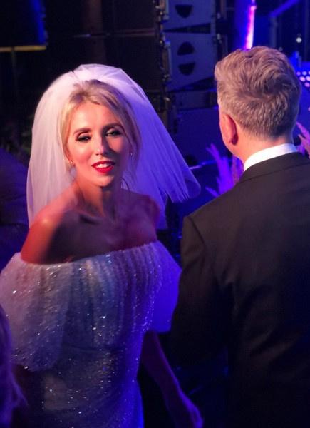 Танцы до утра, картина от Киркорова и три платья: как прошла свадьба Светланы Бондарчук