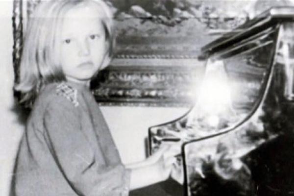 С детства Кристину заставляли усердно заниматься музыкой