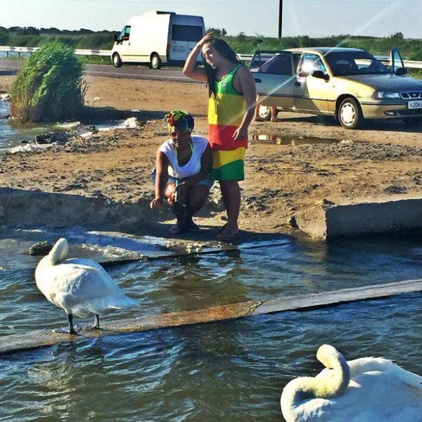 В Евпатории Корнелию очаровали лебеди