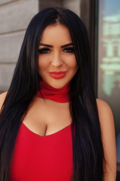 Аника Керимова