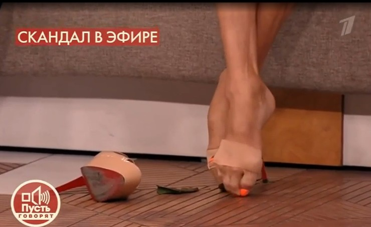 Балерина может ходить благодаря специальным повязкам.