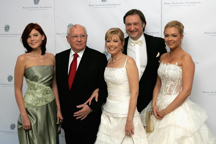 Михаил Горбачев с дочерью и внучками