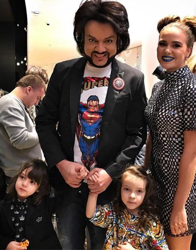 Филипп Киркоров с детьми и артисткой Полиной Буториной