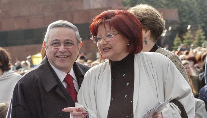 Евгений Петросян тратит миллионы на содержание Елены Степаненко