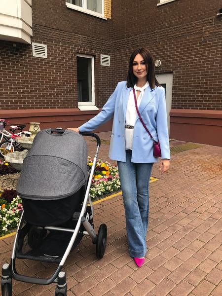 В выборе коляски и других вещей для малыша певице помогли женские форумы