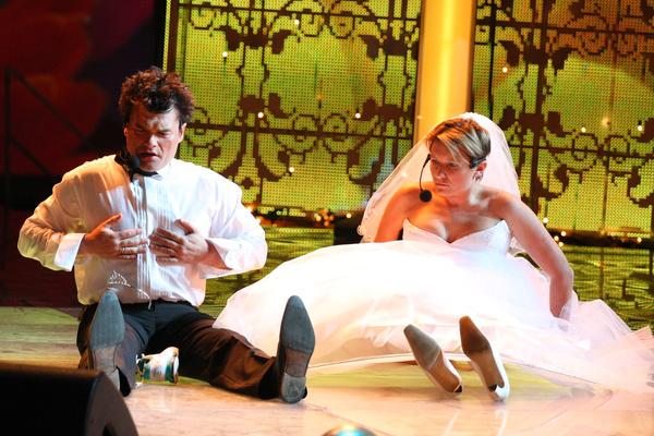 В шоу «Две звезды» Дятлов исполнял романсы с Дианой Арбениной