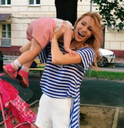 Элина Камирен с дочкой Сашей
