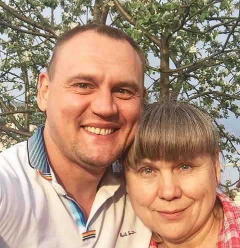 Мама Степана Меньщикова умоляет его не бросать папу в беде