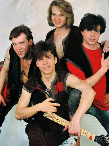 Артист покинул группу в 1992 году