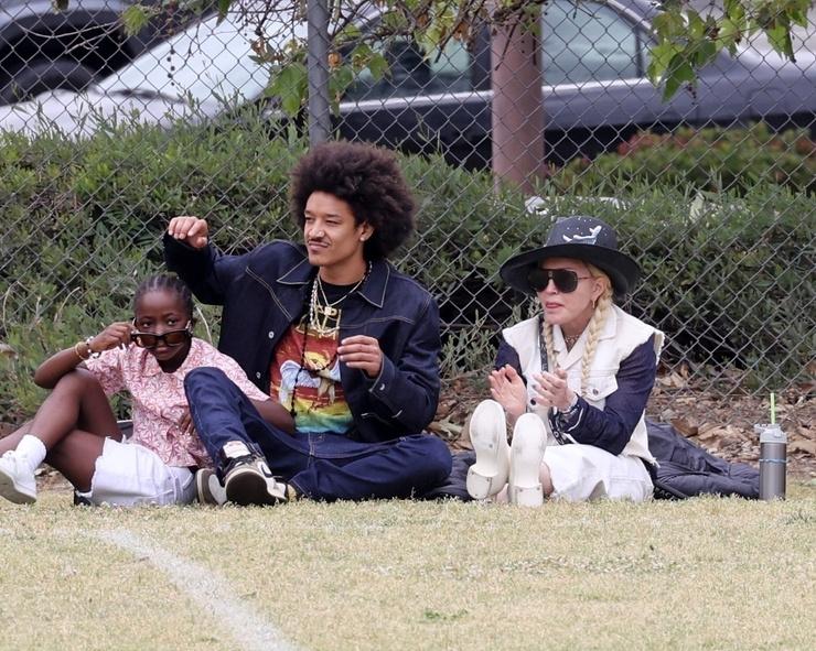 У Мадонны четверо усыновленных детей