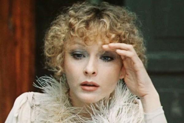 Одной из любимых ролей Анастасии Вертинской стала Мона из «Безымянной звезды»