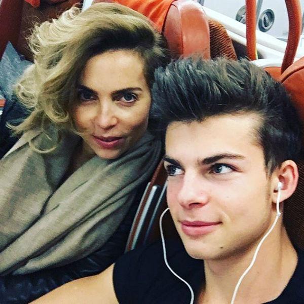 Юноша в очень теплых отношениях со своей мамой Мариной