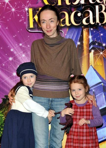 Софья и Михаил воспитывают троих общих детей