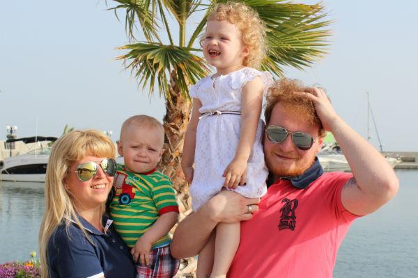 У Сергея и его жены Марии двое детей – Володя и Алина, но пара не собирается останавливаться на достигнутом