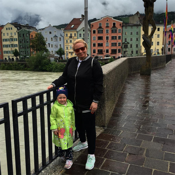 Прогулки по Инсбруку. Глядя на это фото, подписчики Светланы Пермяковой нашли, что ее дочь Варвара заметно подросла