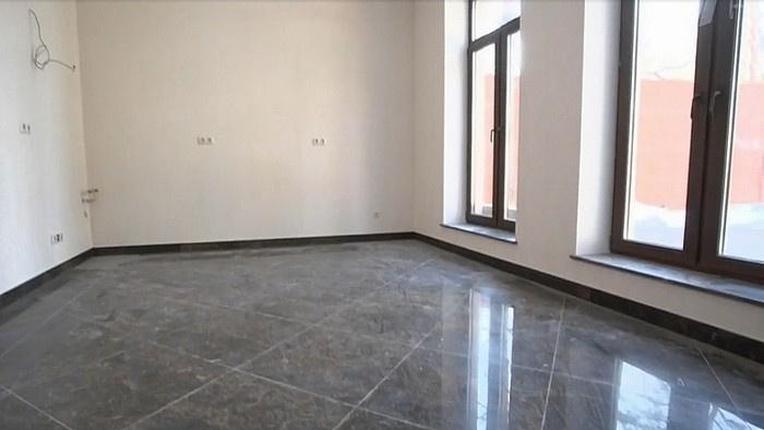 Пространство гостиной и кухни в доме Лютаевой - квадратное