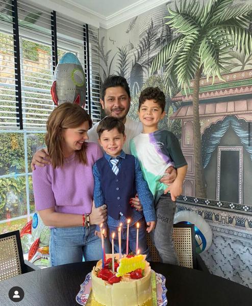 Пелин с детьми и мужем