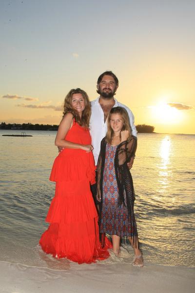 Телеведущая с мужем и дочерью Лолитой