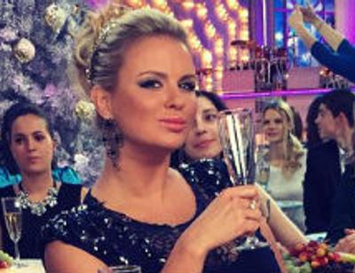 Анна Семенович отметила Новый год раньше срока