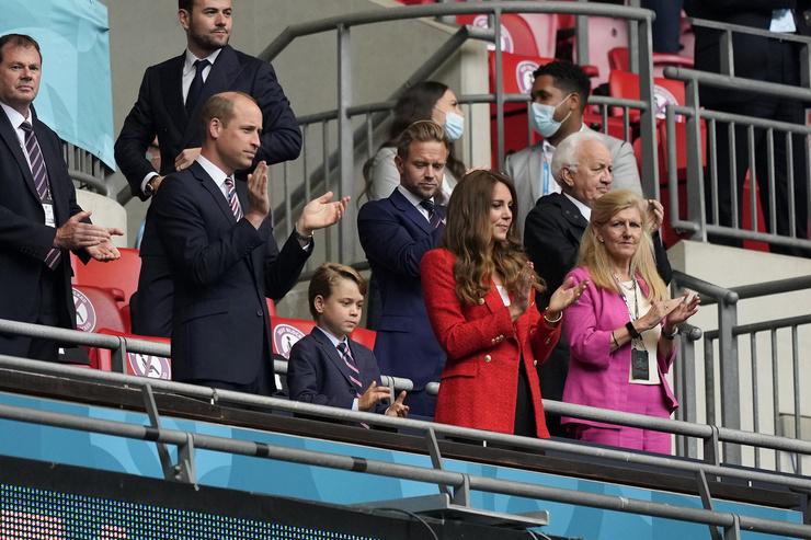 Принц Джордж становится все больше и больше похож на своего отца