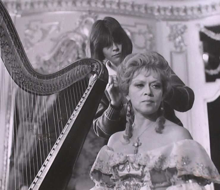 Для Алисы Фрейндлих роль королевы Анны стала одной из главных в карьере