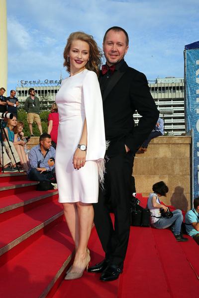 Стоило только актрисе сфотографироваться с Евгением, как паре тут же приписывали роман