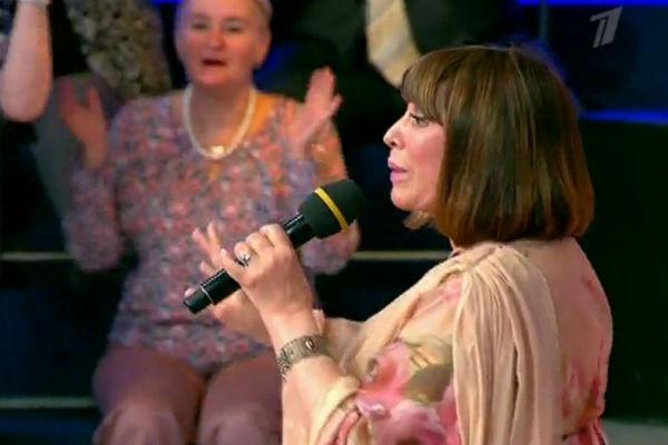 Наталья Варлей спела песню собственного сочинения