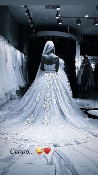 Милана выбрала себе свадебное платье